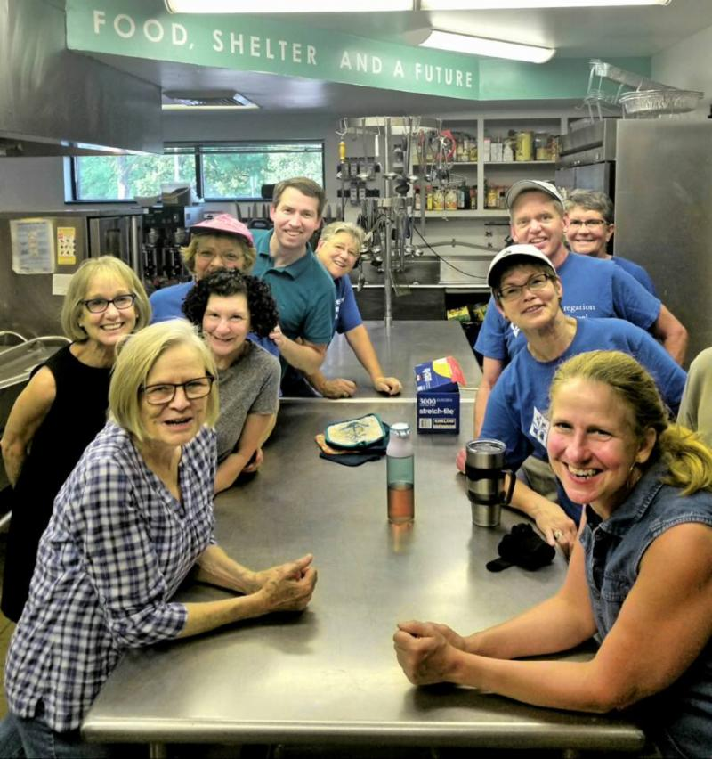 photo of volunteers at Urban Ministries dinner
