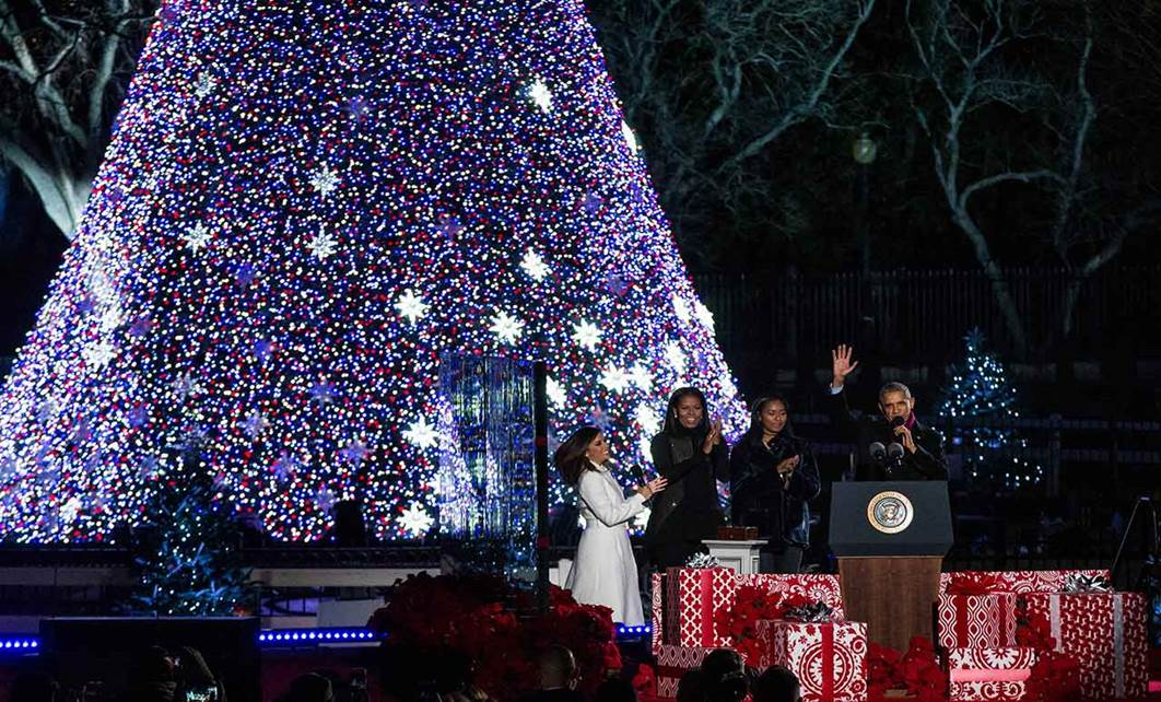 photo of President's family at tree-lighting ceremony