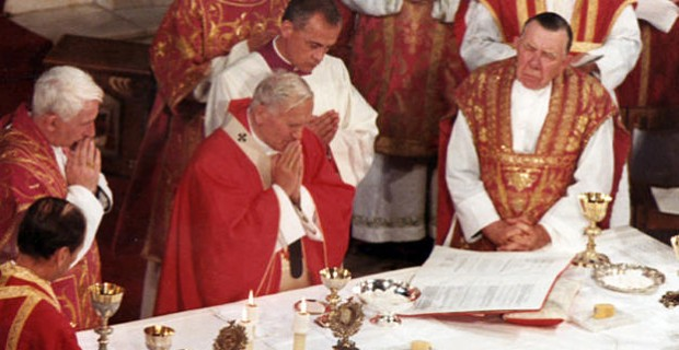 Pope-John-Paul-II-Holy-Mass-Westminster-Cathedral-1982_large-620x320.jpg