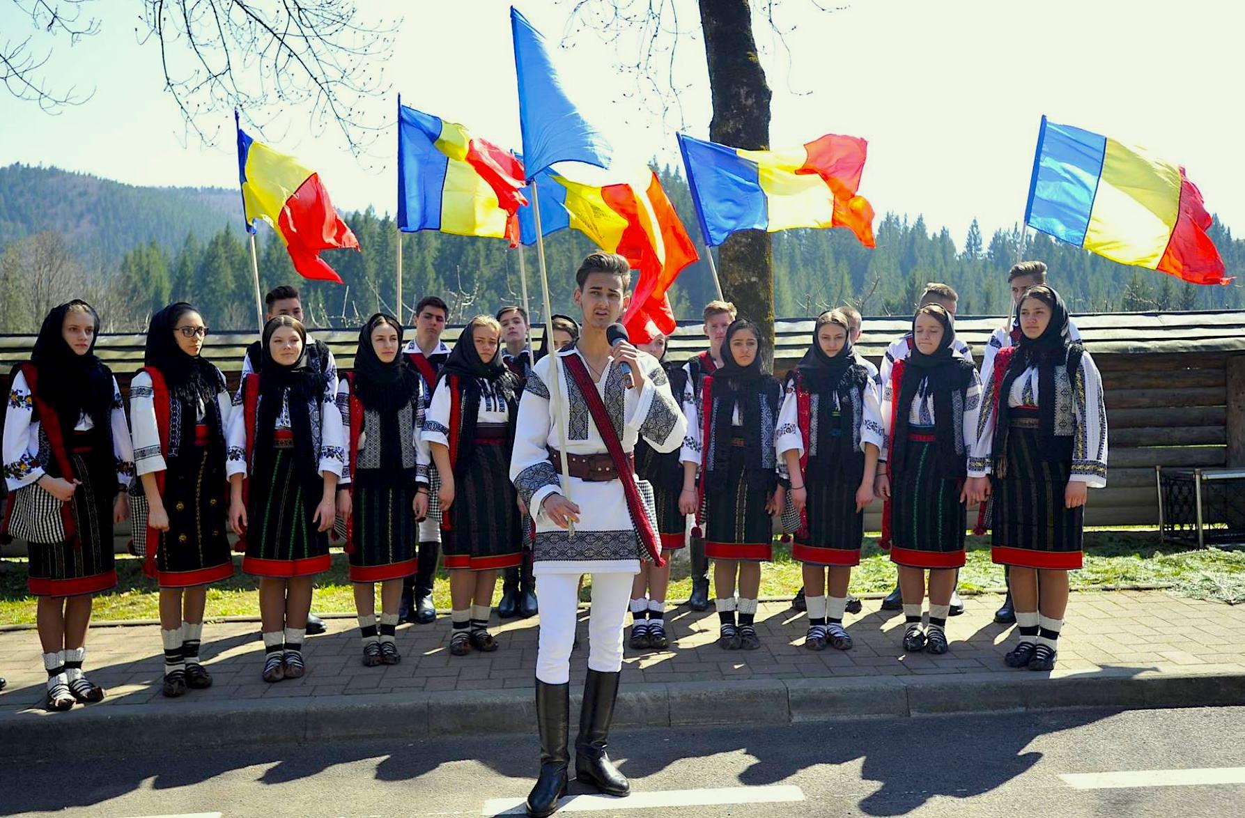 Tricolor Ziua romanilor de pretutindeni