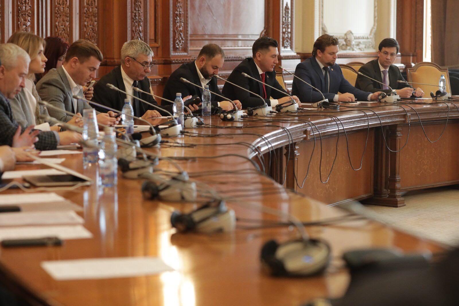 """dezbaterea cu genericul """"Priorități legislative pentru românii de pretutindeni"""""""