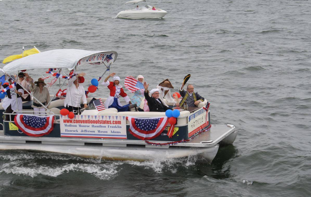 4th_of_july_lake_parade_2.jpg