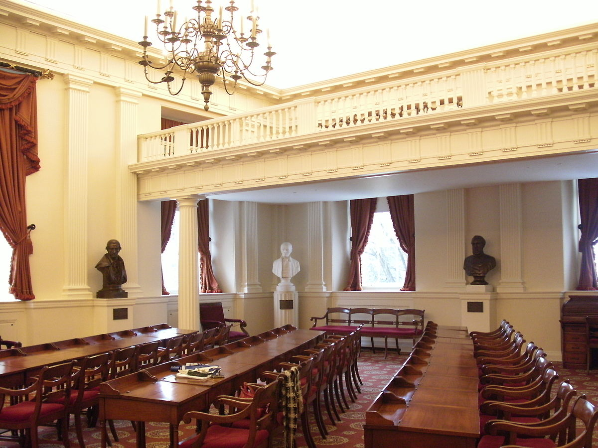 1200px-Virginia_State_Capitol_complex_-_old_House_of_Delegates_chamber.jpg