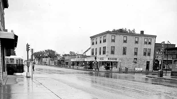 Looking_southeast_across_the_intersection_of_Lake_Street_East_and_Cedar_Avenue.jpg