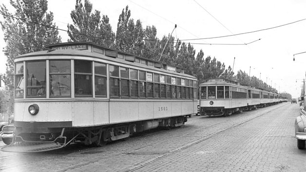 Streetcar_Cedar_Avenue.jpg