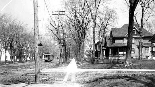 Streetcar_on_35th_Street_1910.jpg