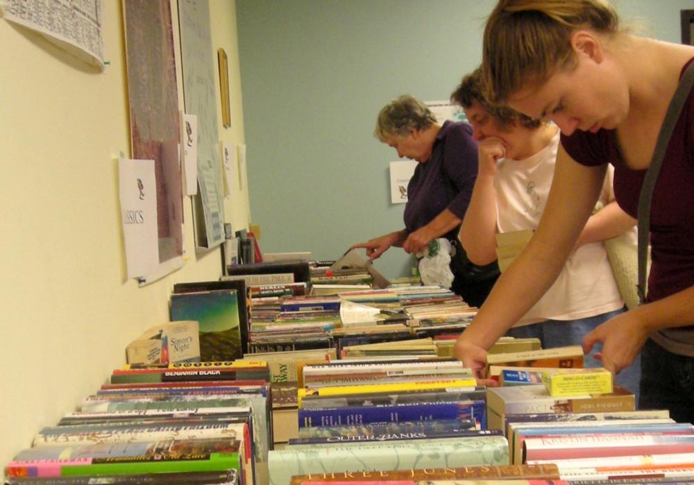 Book-sale-2007-1-e1417650497314-1000x699.jpg