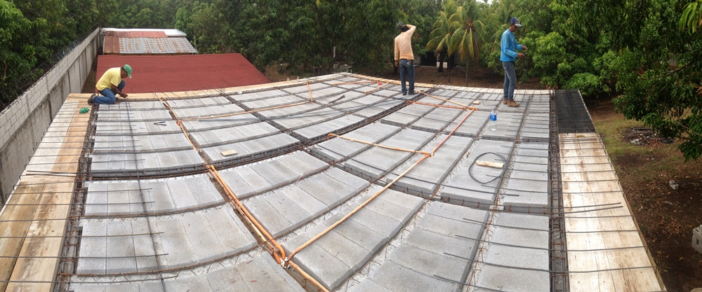 laying_steel_on_roof_3.JPG