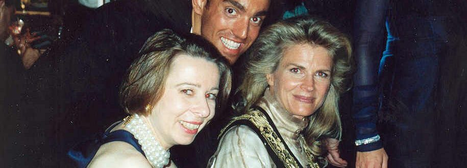 Murphy_Brown_creator_Diane_English_and_Candice_Bergen_at_the_1991_Emmy_Awards-915x330.jpg