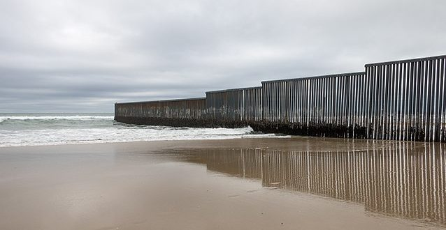 Mexico-US_border_at_Tijuana-638x330.jpg