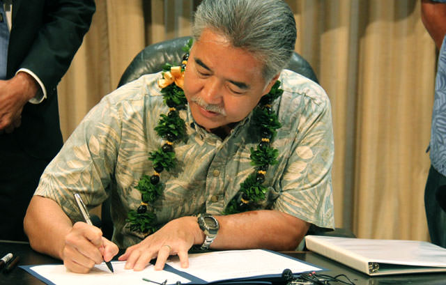 Ige Signs Executive Order Image