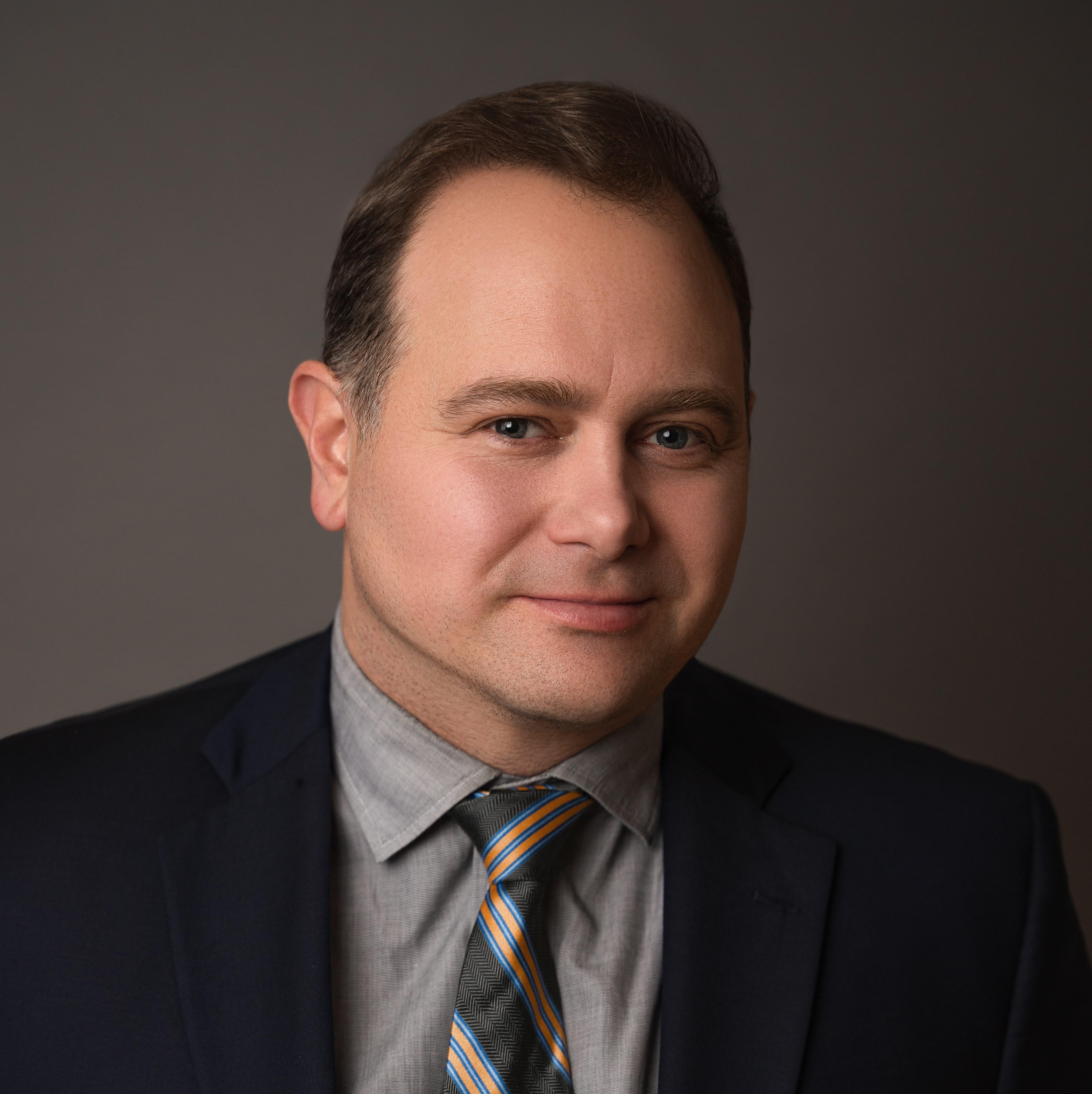 Josh Bizjak, Directeur exécutif