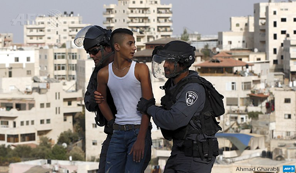 Israeli policemen arrest a Palestinian young man in the East Jerusalem Arab neighbourhood of Issawiya