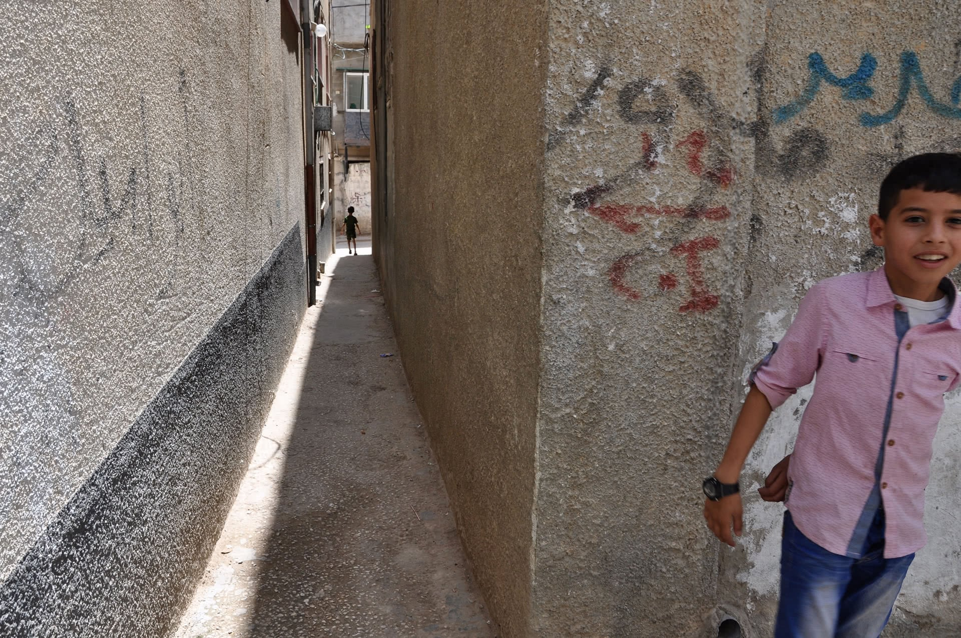 Unable to access safe play areas, children in Fara'a refugee camp spend free time in narrow alleyways and streets. (Photo: DCIP / Emily Thomas)