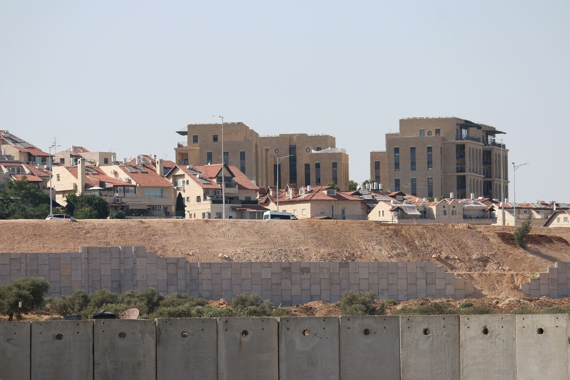 Housing units of the Israeli settlement of Gilo can be seen from Aida refugee camp over Israel's separation barrier. (Photo: DCIP / Ahmad Al-Bazz)