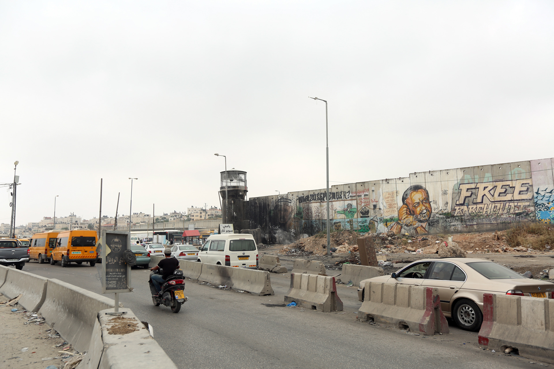Cars and taxis wait in line to cross Qalandia checkpoint in order to access parts of Jerusalem on the other side of Israel's separation barrier. (Photo: DCIP / Elia Ghorbiah)