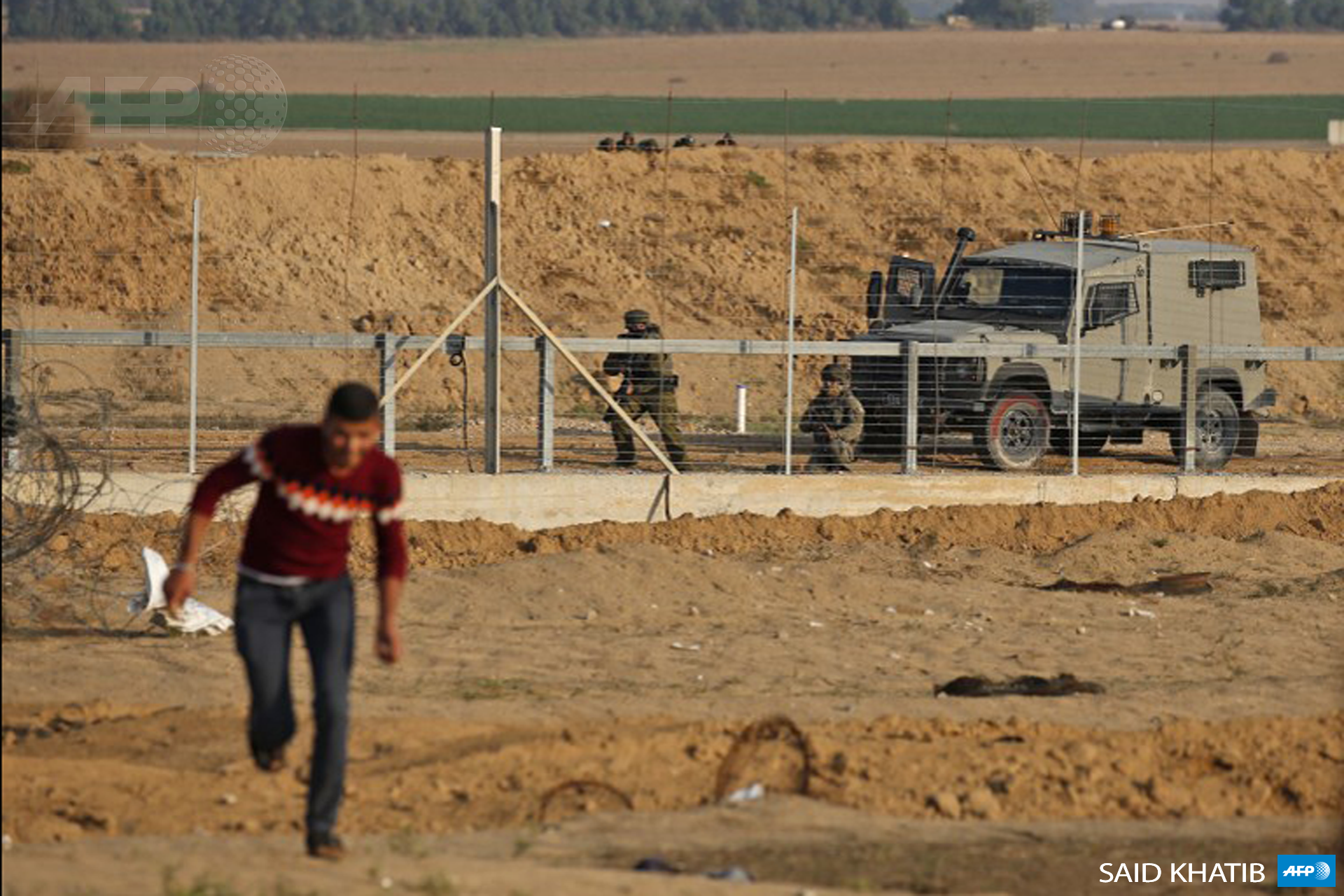 Israeli forces take position during a demonstration near the perimeter fence between Israel and Khan Yunis in the southern Gaza Strip on November 9, 2018. (Photo: AFP / Said Khatib)