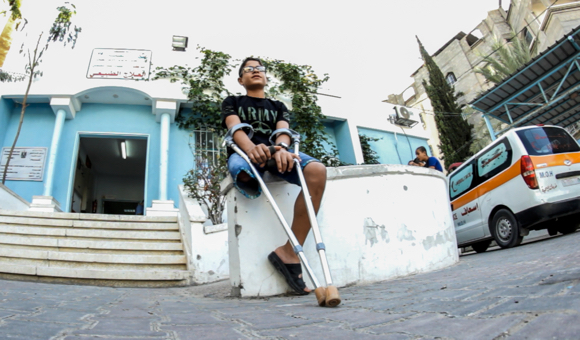 Mohammad  talks to DCIP about his injury and eventual leg amputation. (Photo: DCIP / Saud Abu Ramadan)