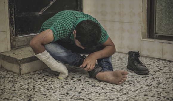 Samer told DCIP that many daily tasks such as eating and tying his shoelaces have become difficult since his injury because he is right-handed. (Photo: DCIP / Mohammad Ibrahim)