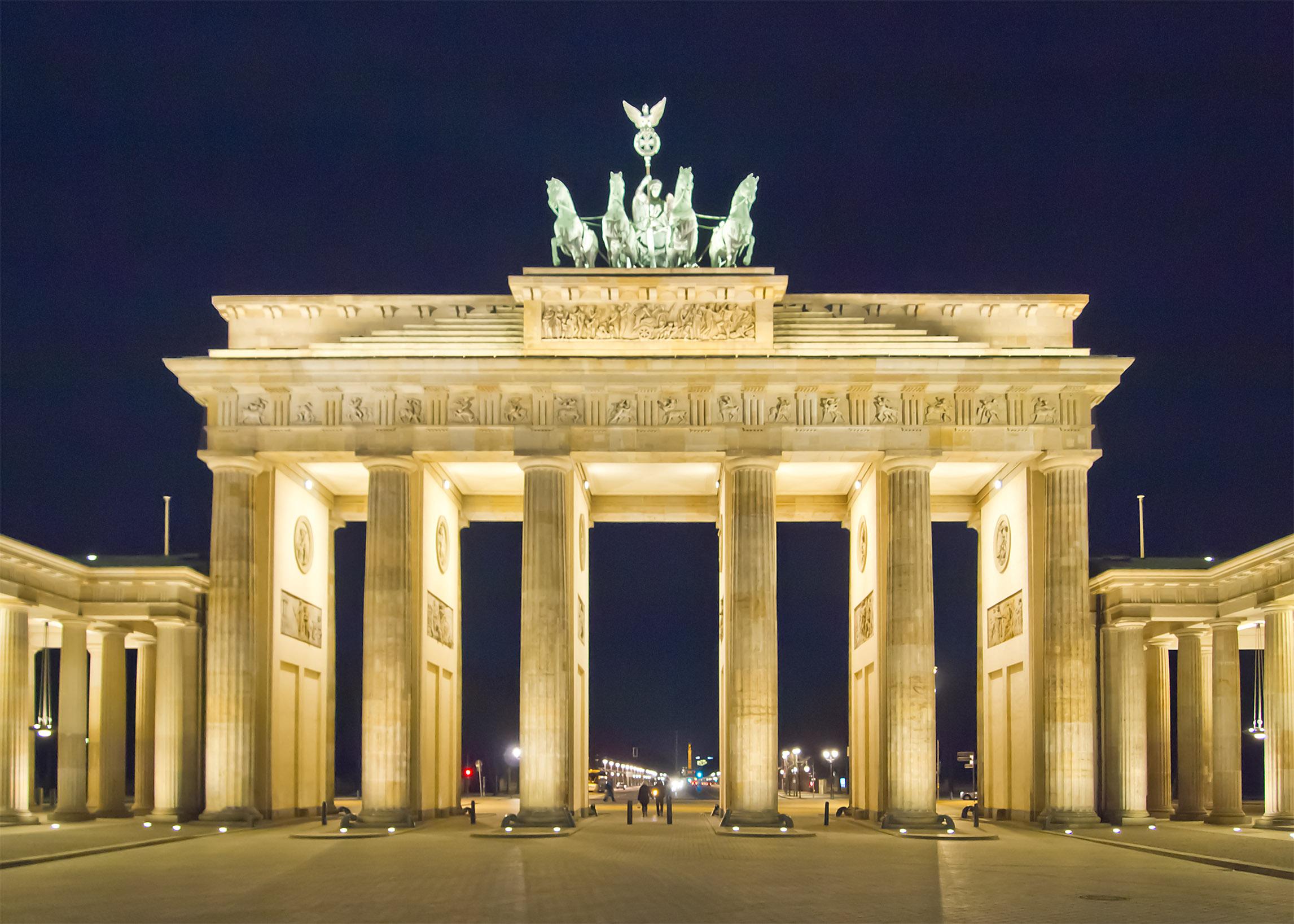 Berlin_Brandenburger_Tor_Nacht.jpg