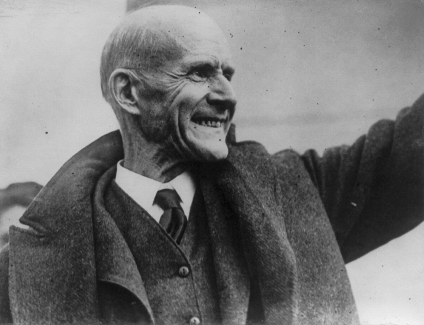 Eugene_Debs_released_from_prison_1921.jpg
