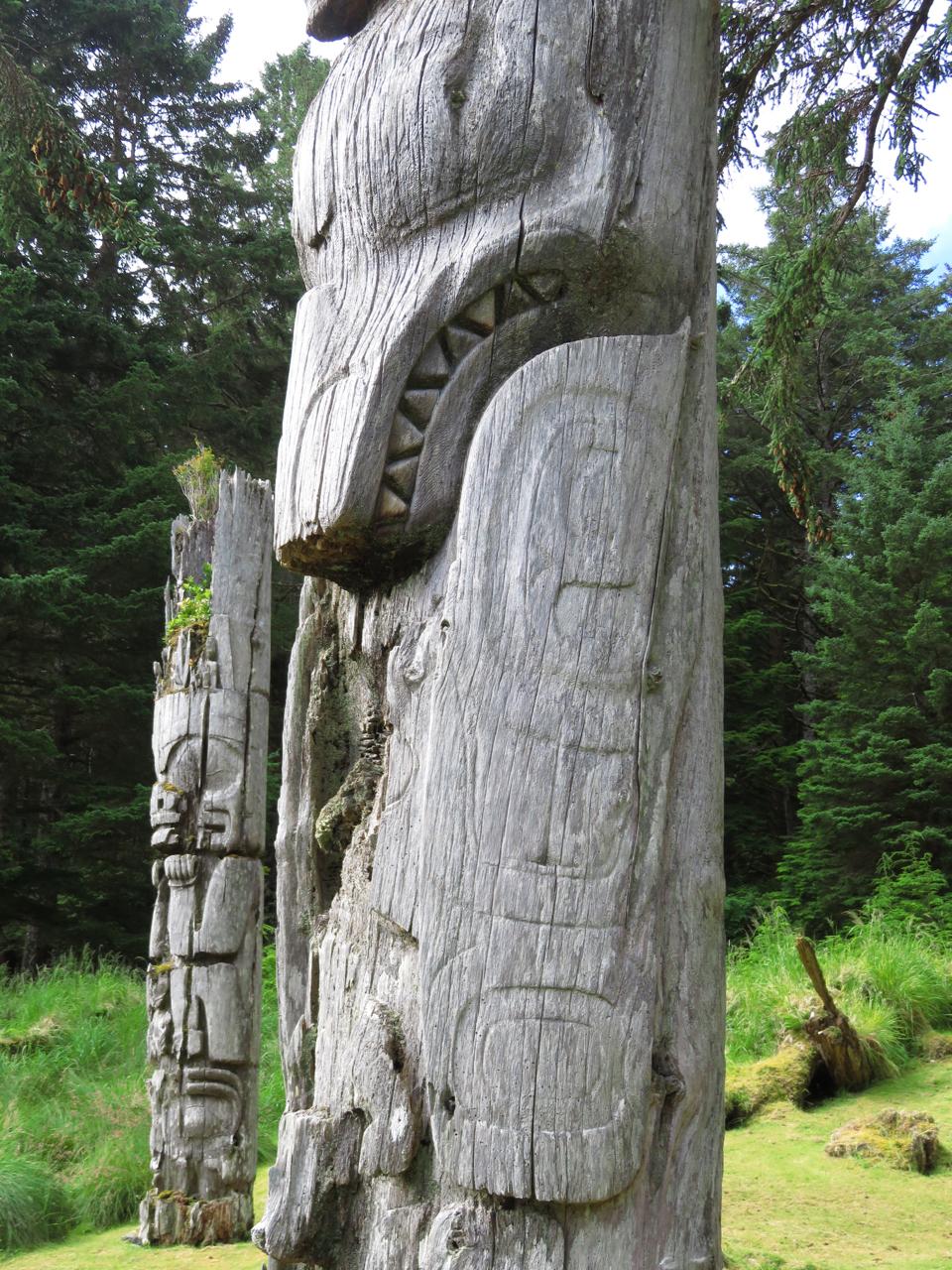 Beaver totem beaver depicted in haida carved totem haida gwaii