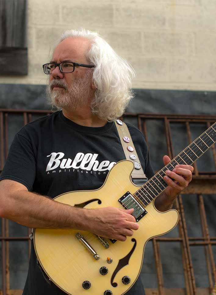 Bell /& declaration Indep Hard Rock Cafe Philadelphia pin Core City Guitar Eagle