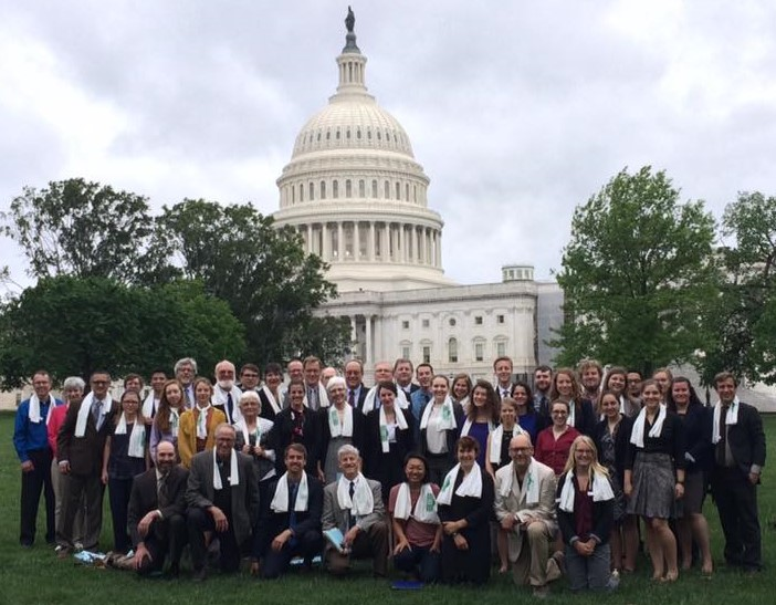Group_in_front_of_Capitol.jpg