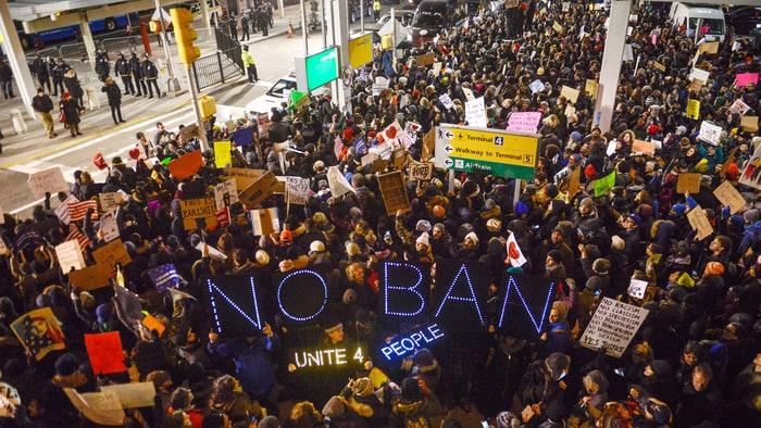 jfk-protest-immigrants-e1e9e7fb-3fc6-48de-85cf-b55bb57f1817.jpg