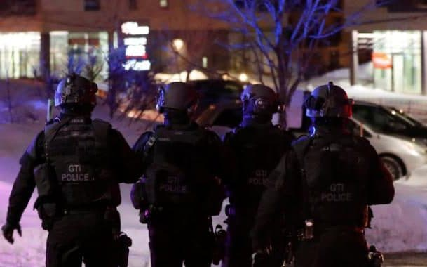JS119230819_REUTERS_Swat-team-police-officer-walk-aournd-a-mosque-after-a-shooting-in-Quebec-City-large_trans_NvBQzQNjv4BqCPZ6snH7EHBd_5QZH4NMQnK3Wntis1wzDXawl8tciwE.jpg