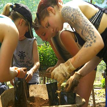 350_350_Volunteer003.jpg
