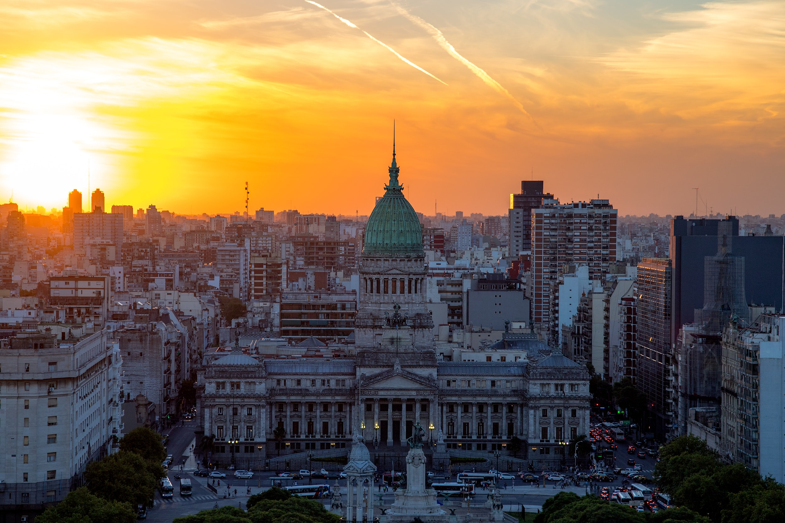 Photo of the Argentine national congress and the Buenos Aires skyline at sunset