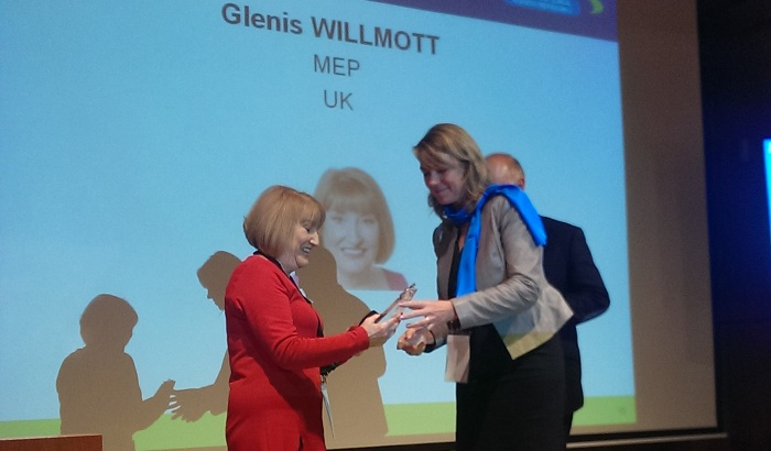 Glenis-Willmott-MEP-Outstanding-Leadership-Award-700x410.jpg
