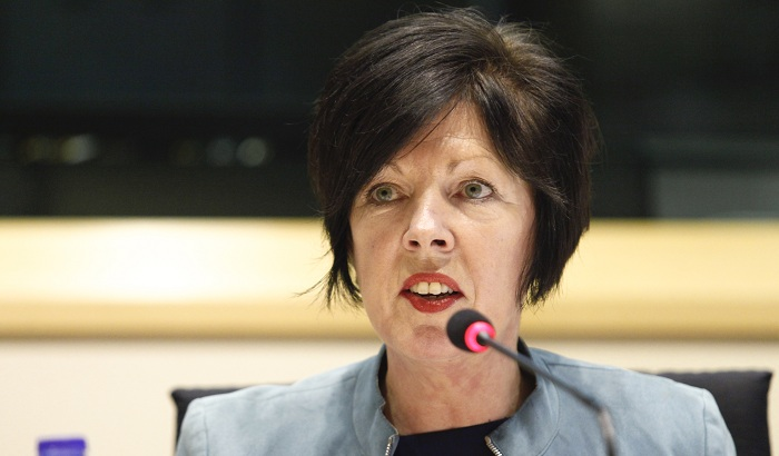 Theresa-Griffin-MEP-mobile-phone-roaming-700x410.jpg