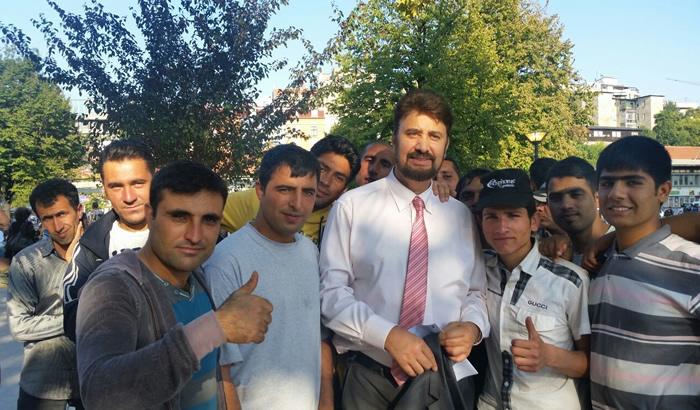 Afzal-Khan-MEP-with-refugees.jpg