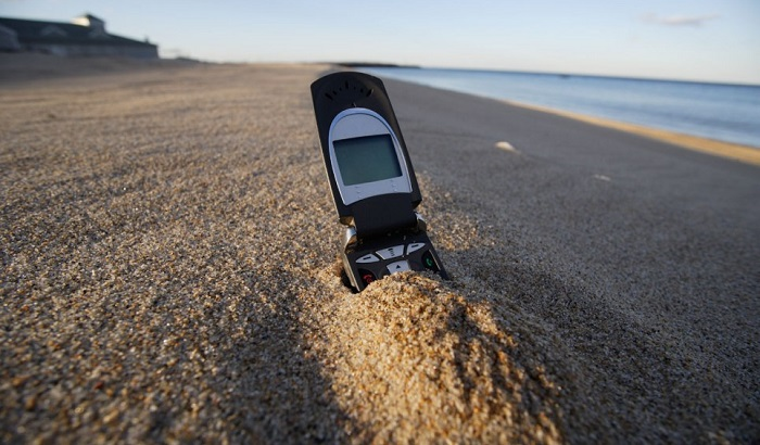 Phone-on-beach-700x410.jpg