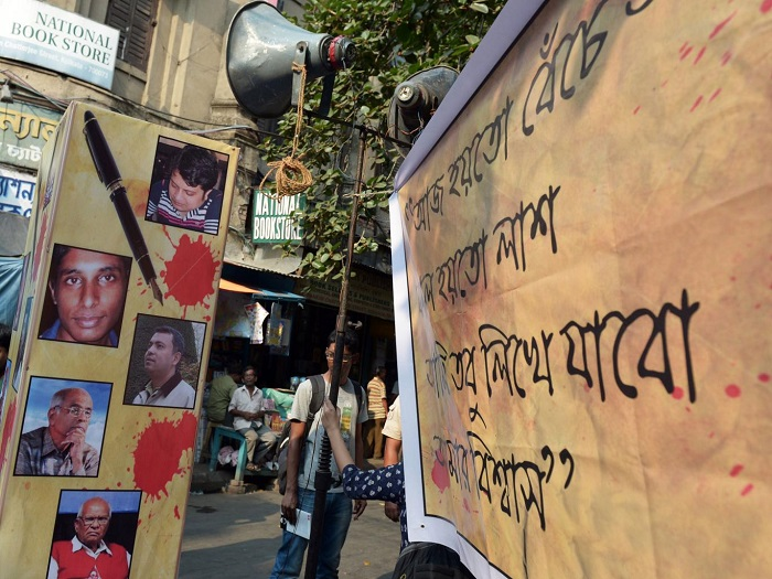 Bangladesh-bloggers-700x525.jpg