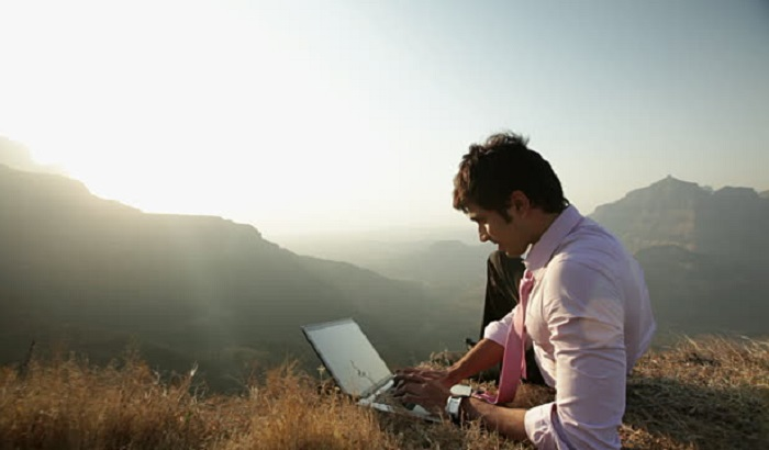 Man-with-laptop-on-mountain-700x410.jpg