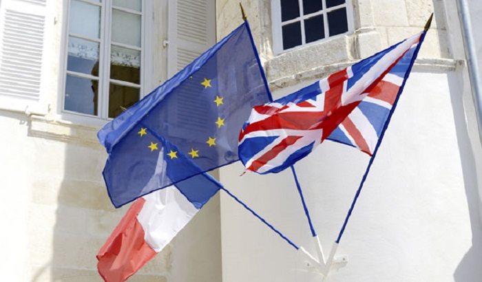 France-EU-UK-flags-700x410.jpg