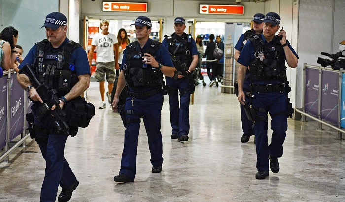 UK-armed-police-airport-700x410.jpg
