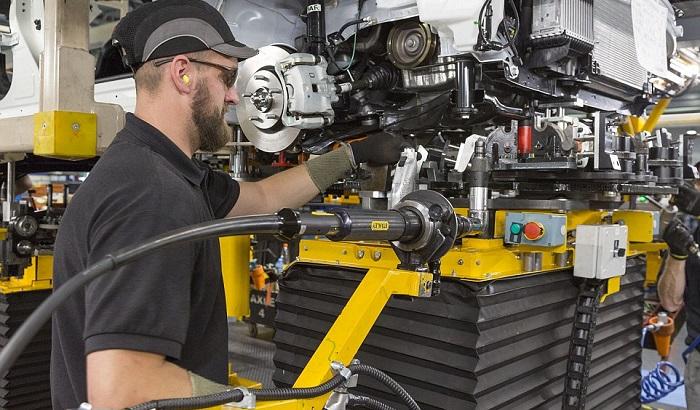 UK-worker-in-a-factory-700x410.jpg