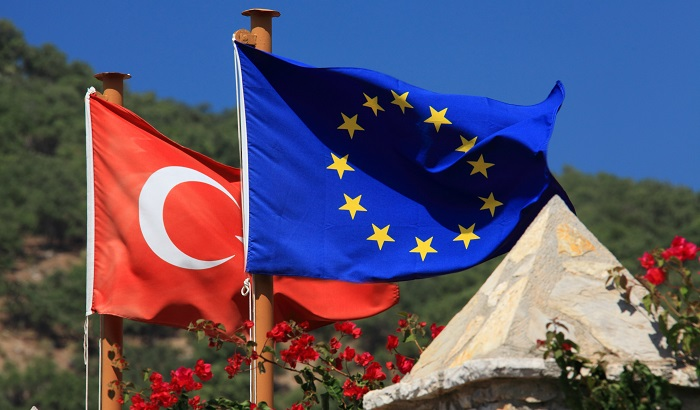 Turkey-EU-flags-in-the-countryside-700x410.jpg
