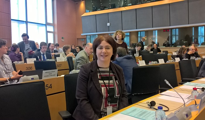 Alex-Mayer-MEP-in-Group-meeting-700x410.jpg