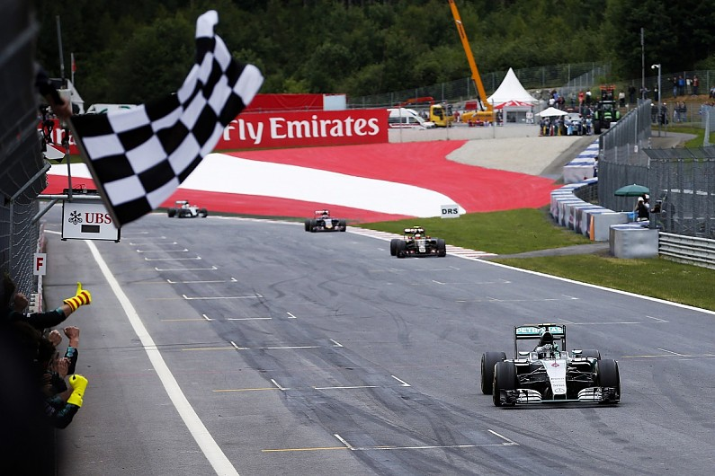Formula-One-Chequered-Flag.jpg?