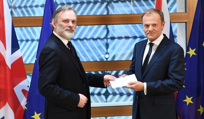 Sir-Tim-Barrow-Donald-Tusk-700x410.jpg