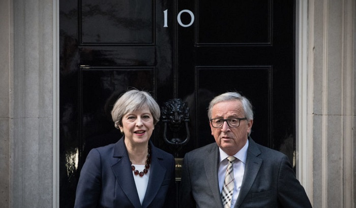 Theresa-May-Jean-Claude-Juncker-700x410.jpg