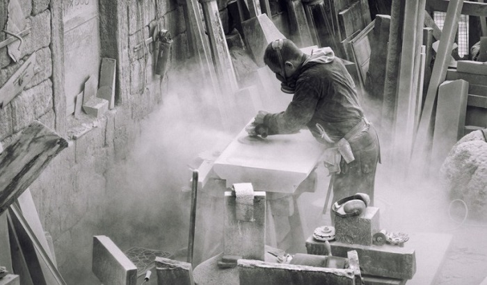 Worker-exposed-to-crystalline-silica-700x410.jpg