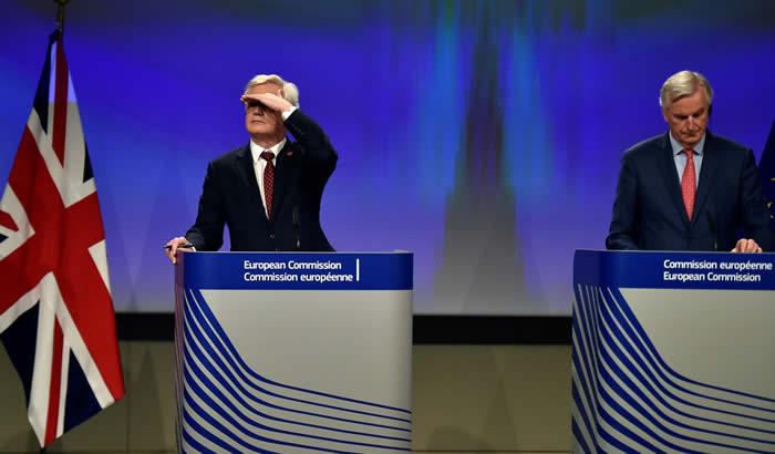 David-Davis-Michel-Barnier-10-11-12-700x410.jpg