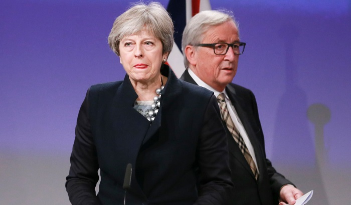 Theresa-May-Jean-Claude-Juncker-04-12-17-700x410.jpg