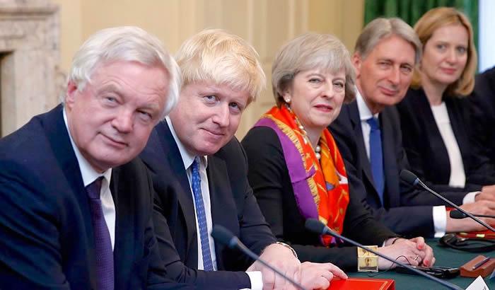 Theresa-May-cabinet-700x410.jpg